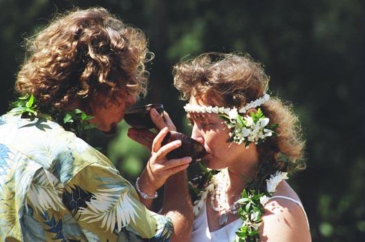 http://simplify-your-life.com/wedding/photos/04_ceremony/037_Water_Ritual.jpg