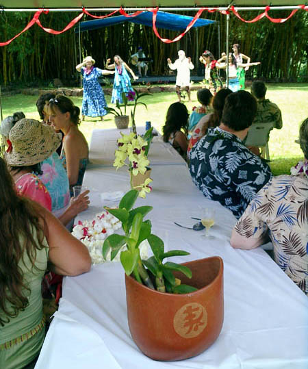 http://simplify-your-life.com/wedding/photos/06_start_reception_hula/hula_and_guests.jpg